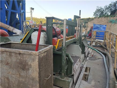 石油鉆井液泥漿振動篩現場使用